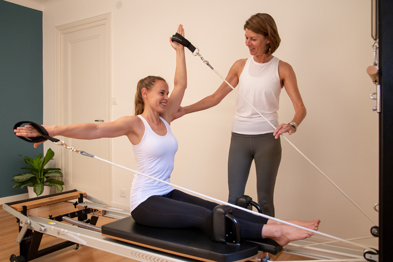 Pilates private client training on reformer machine in Lausanne - Espace Pilates Mind Your Body