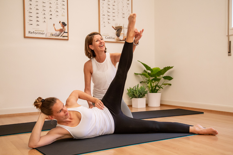 Pilates private training on on a mat in Lausanne - Espace Pilates Mind Your Body
